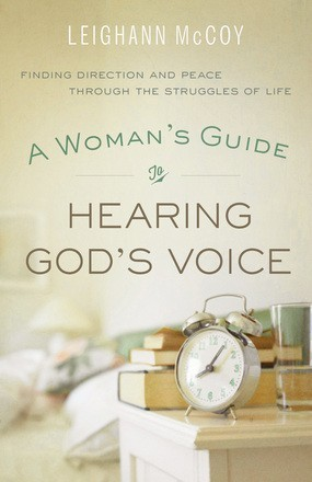 A Woman's Guide to Hearing God's Voice: Finding Direction and Peace Through  the Struggles of Life McCoy, Leighann
